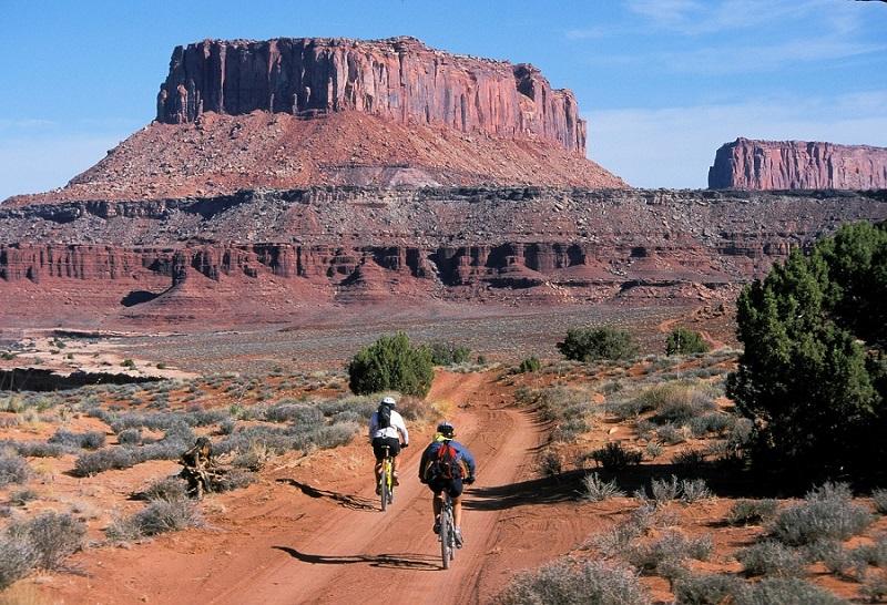 Hidratación durante una excursión en bici