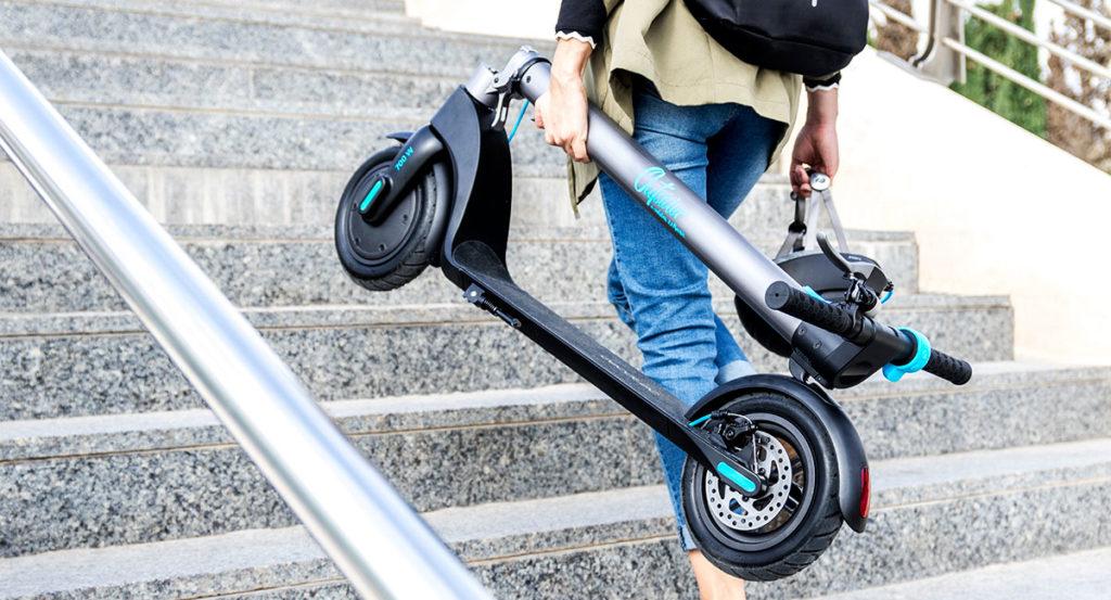 como transportar tu patinete