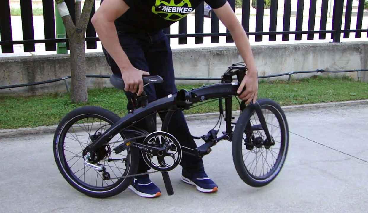 como plegar una bici