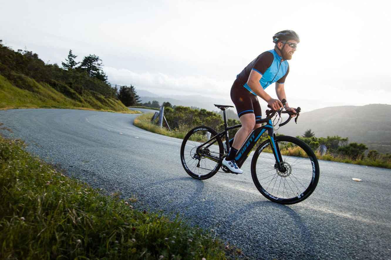 ciclista de carretera en accion